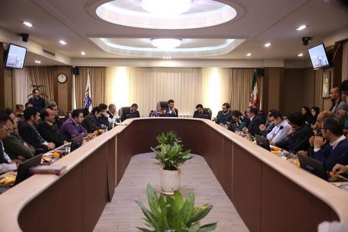 نشست-هم-اندیشی-وزیر-ارتباطات-وفناوری-اطلاعات-با-فعالان-حوزه-کسب-و-کار-های-نوپا-1